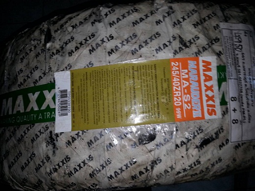 245 40 20 maxxis